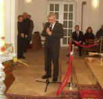 Director of the Historical Museum in Sanok Wiesław Banach at Zdzisław Beksiński's coffin (7 March 2005 r.).